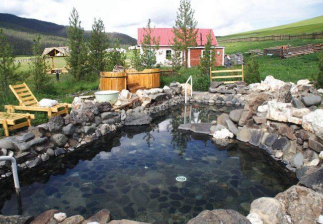 Tsenkher hot springs